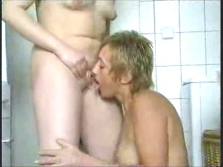 mature lesbian babes playing in bathroom